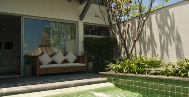 Absolute Waterfront 4 Bedroom Luxury Pool Villa for Sale Image by Phuket Realtor