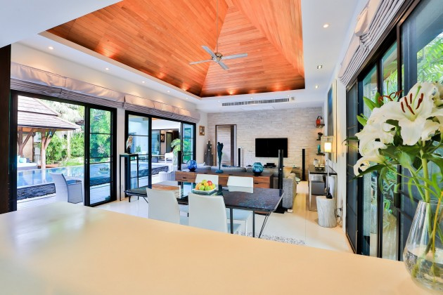 Luxury Contemporary Asian Pool and Garden Villa for Sale Image by Phuket Realtor