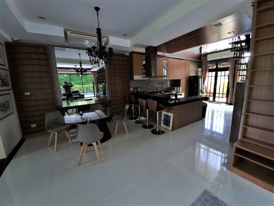 Quiet Phuket Townhome for Sale | Many Upgrades Image by Phuket Realtor